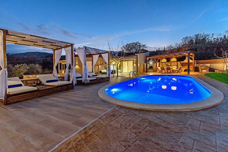 Quiet,Fantastic views,Private pool, aluguéis de temporada em Kato Valsamonero