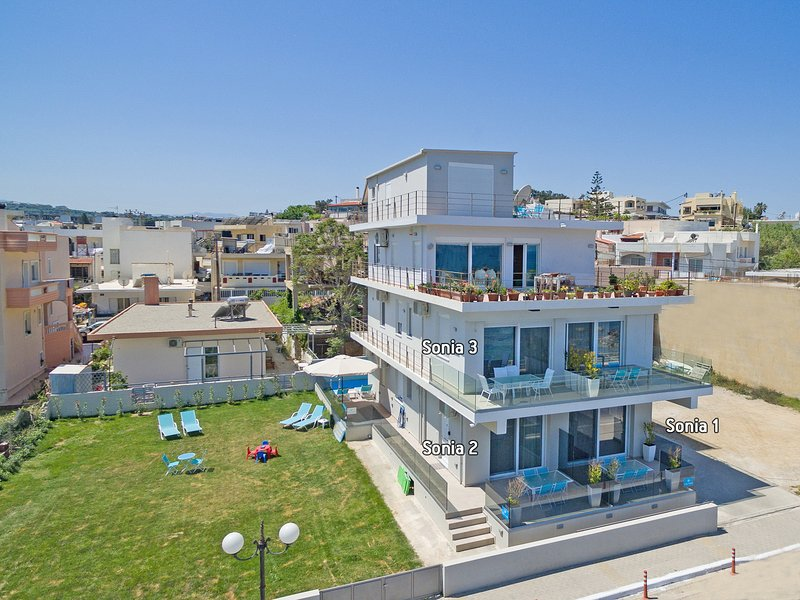 Modern,Beachfront,Amenities,No car needed 3, holiday rental in Kalamaki