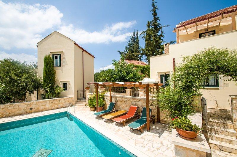 Beautiful villa,Douliana, Near Vamos & Almirida 1, casa vacanza a Tsivaras
