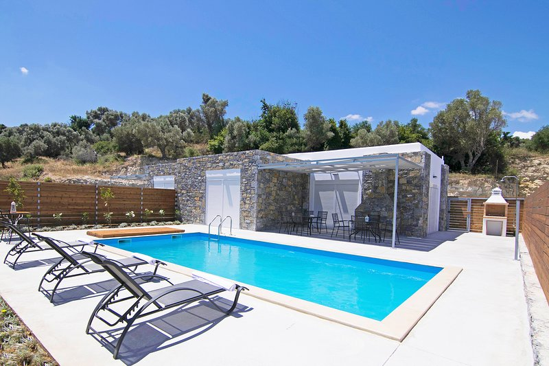 Private Pool,Great location & Views 4, holiday rental in Mesi