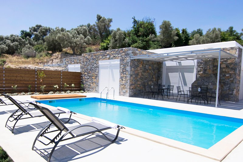 Private Pool,Great location & Views 3, holiday rental in Mesi