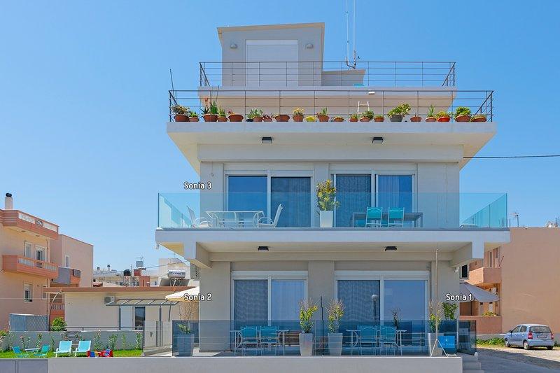 Modern,Beachfront,Amenities,No car needed 2, holiday rental in Kalamaki