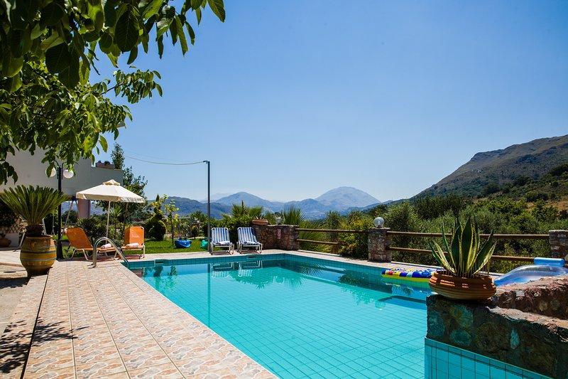 Private Pool,Kids Play,Taverns,Mini Market, alquiler de vacaciones en Agkouseliana