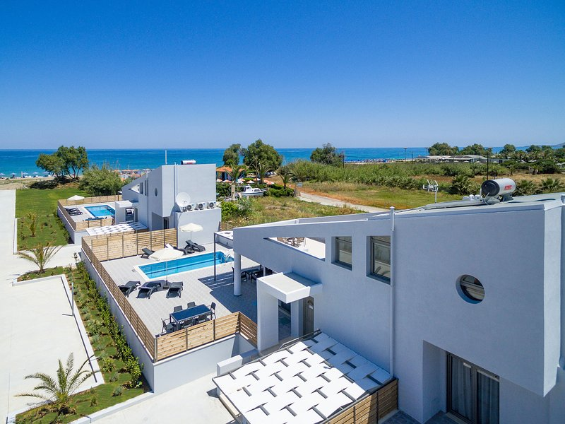 Modern Beachfront villa, No car needed 3 – semesterbostad i Kreta