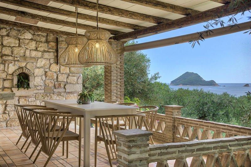 Leeda's Three Bedroom Villa with private pool 300m away from the beach, location de vacances à Agios Sostis