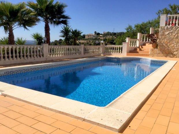 Vale de Rosas Villa Sleeps 8 with Pool and WiFi - 5387174, location de vacances à Querenca