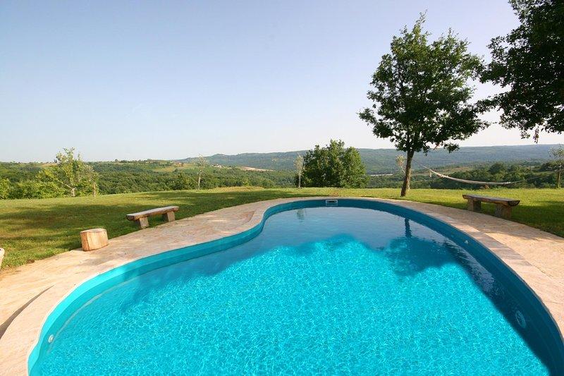 Groznjan Villa Sleeps 2 with Pool Air Con and WiFi - 5604760, holiday rental in Zavrsje