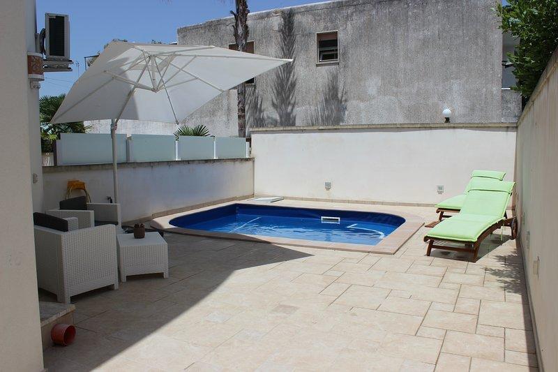 Damavi suite - Levante - Appartamento a Torre dell'Orso, 200 m dal mare, holiday rental in Sant'Andrea