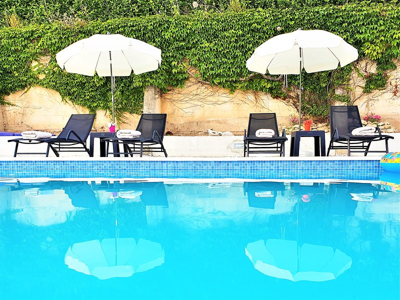 Holiday House App Grace with pool and view in Klis, holiday rental in Klis