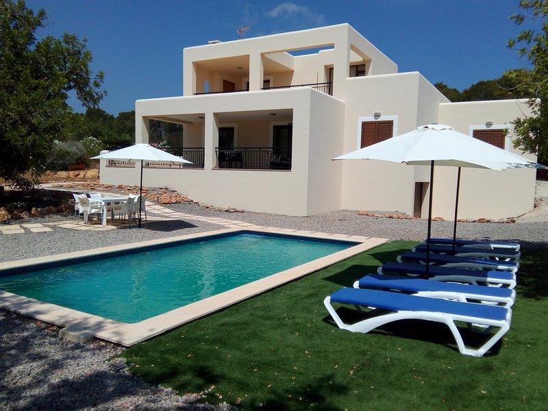 Villa con piscina y barbacoa al lado de la playa  para gente que busque relax, aluguéis de temporada em Sant Carles de Peralta
