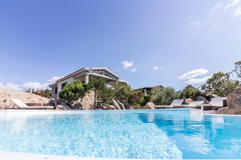 Amazing villa with swimming-pool, vacation rental in San Teodoro