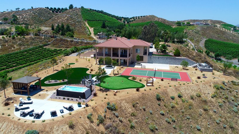 Luxe Mountain View Estate Next-door to Wineries, holiday rental in Palomar Mountain
