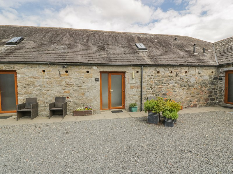 THE DAIRY lovely views, two bedrooms, near to town in Newton Stewart Ref 26077, vacation rental in Newton Stewart