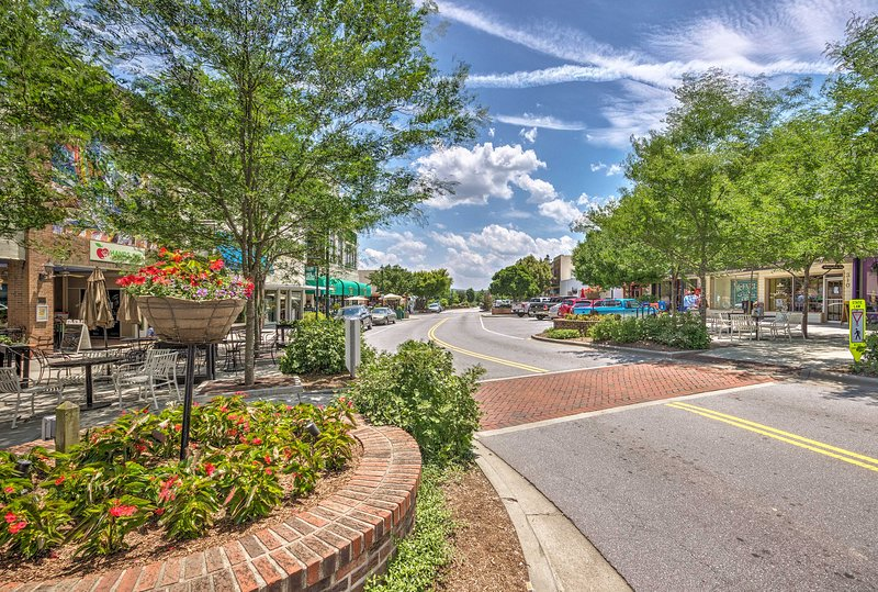 Check out shops, restaurants, and museums in nearby downtown Hendersonville!