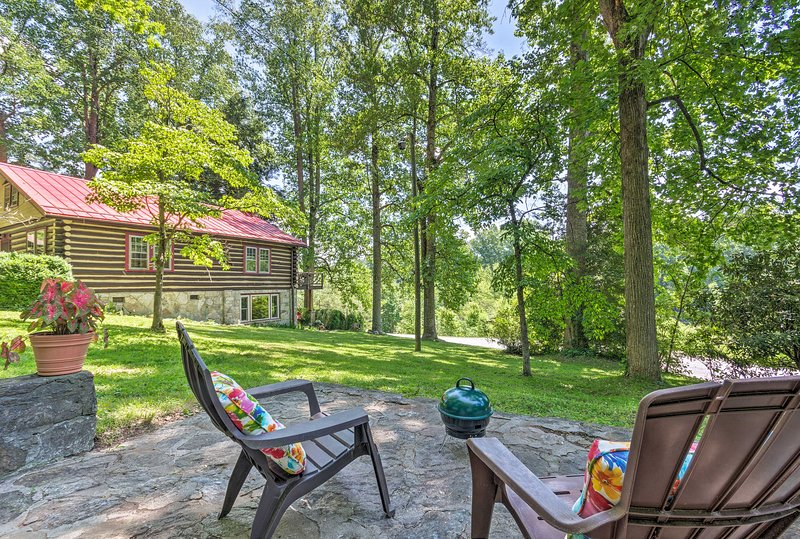 Listen to the sounds of nature at this secluded Laurel Park studio!