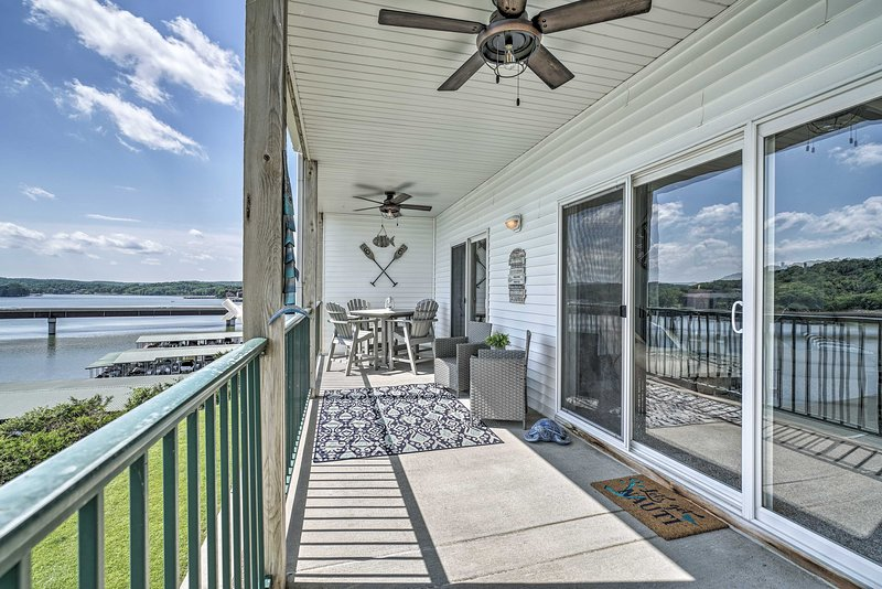 Lakefront Camdenton Condo w/Deck, Shared Pool, holiday rental in Linn Creek
