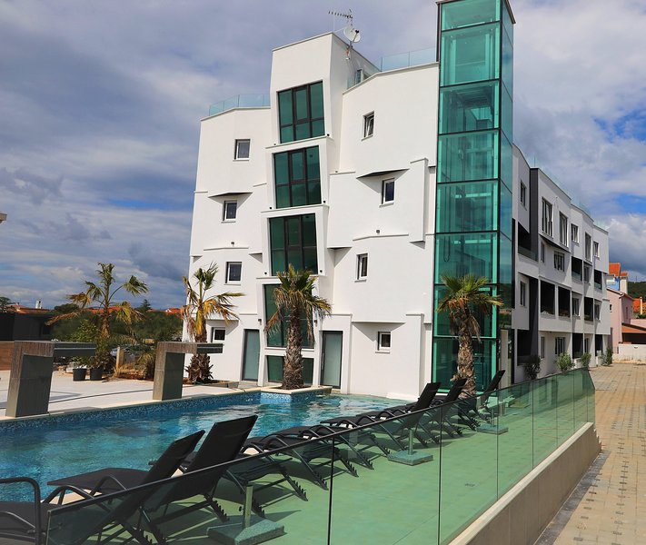 Boutique Residence Cosmopolis c3, holiday rental in Bibinje