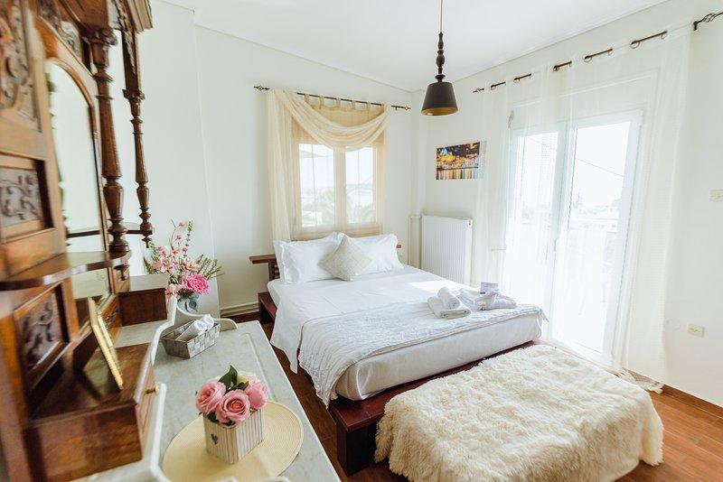 Akadimia luxury apartment, Ferienwohnung in Varia