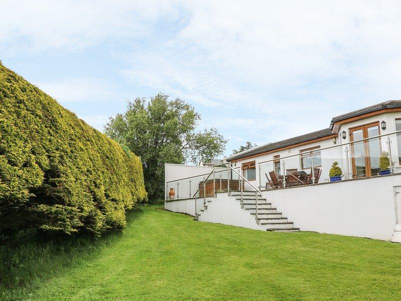 NO. 1 ARD CARRAIG, hot tub, pet-friendly ground floor cottage, in Portsalon, location de vacances à Clonmany
