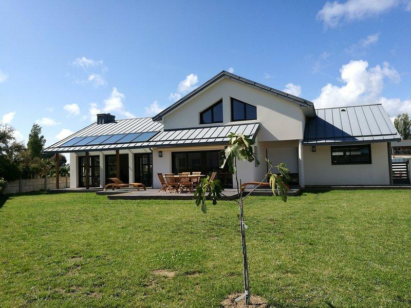 LOCTUDY, 100 m plage, villla TROUZ AR MOR, 4*, 6p, 150 M2, jardin clos, vacation rental in Loctudy