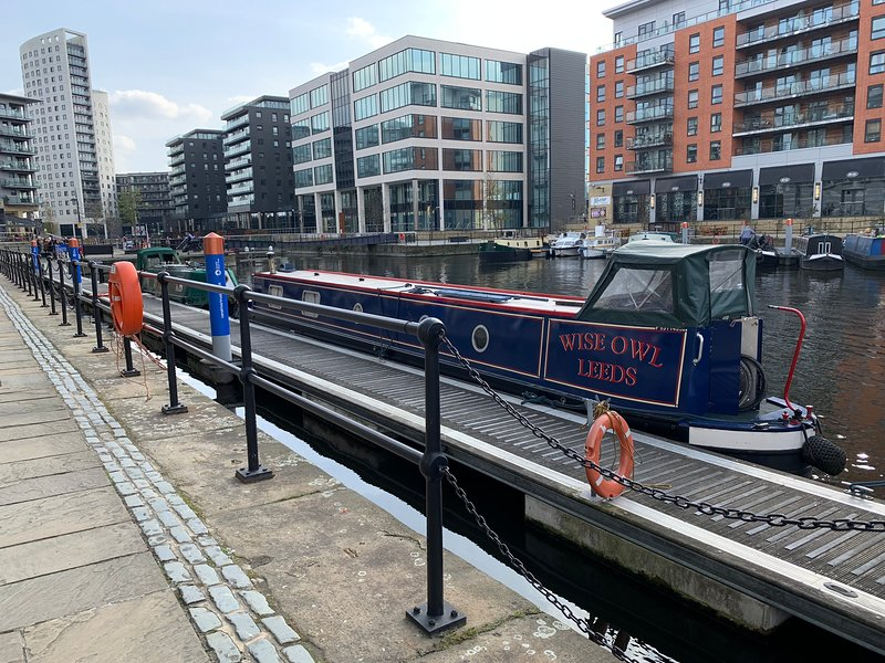 Wise Owl Narrowboat, vacation rental in Burnley