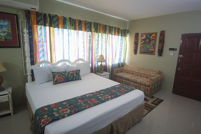 MOON RISE KING'S VILLA, vacation rental in Negril