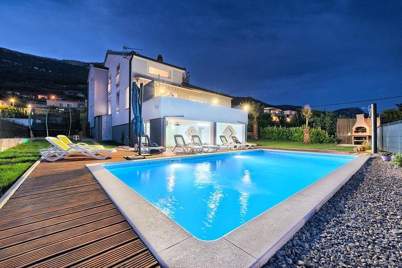 Sun castle holiday house, alquiler de vacaciones en Kastel Stari