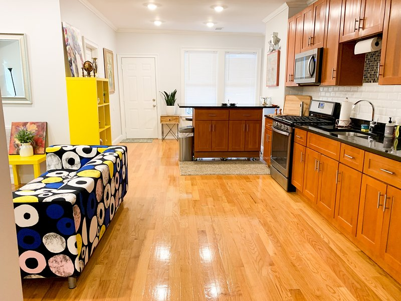 Stunning 3BD/3BA in Jamaica Plain Near the Trains #1, alquiler de vacaciones en Boston