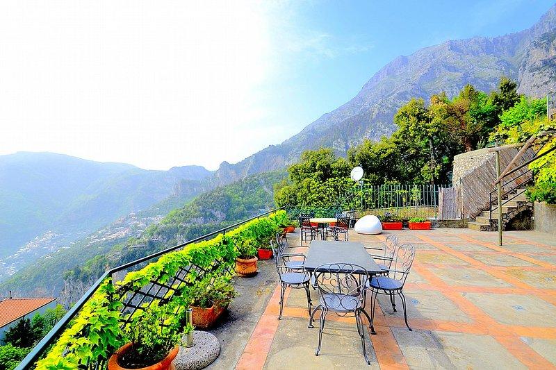 Bomerano Villa Sleeps 4 with Air Con and WiFi - 5228596, holiday rental in Nocelle