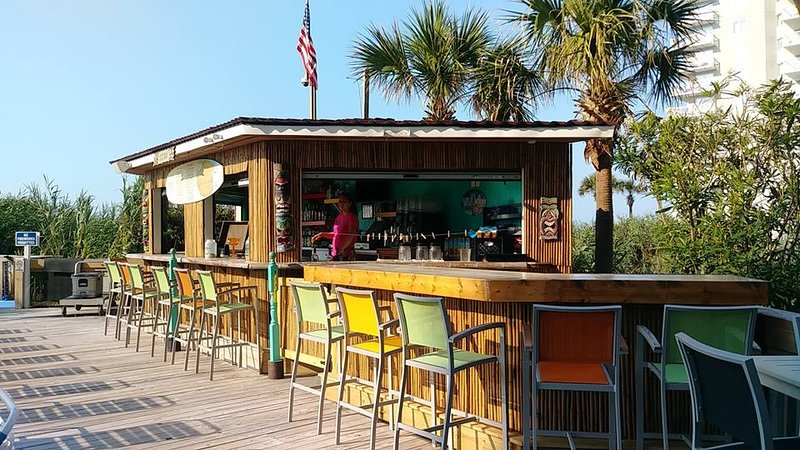Tikibar and grill (Hamburgers, hot dogs, and chicken)