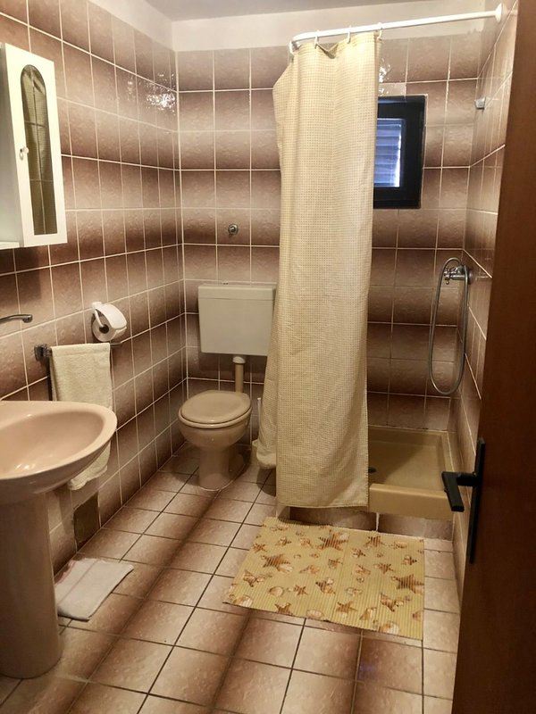 A4(4): bathroom with toilet