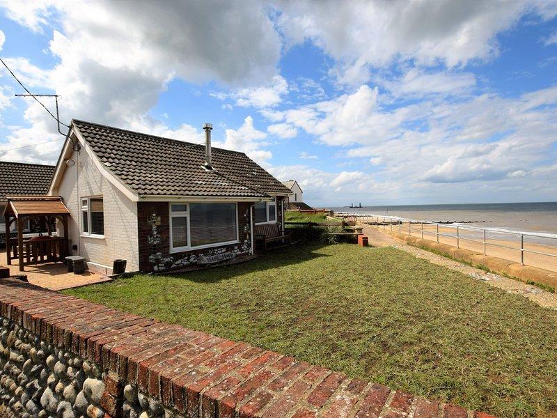 Frente a la playa gloriosa asentarse en la costa de Norfolk