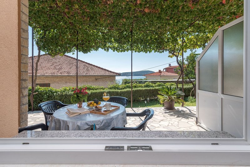 Vin A2 (2+2) - Seget Donji, vacation rental in Donji Seget