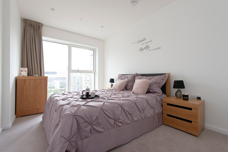 5* Modern Westfield Stratford International Olympic Apartments., holiday rental in Stratford City