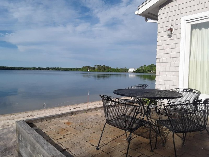 PRIVATE LAKEFRONT PARADISE on Wequaquet! 142704, holiday rental in Centerville
