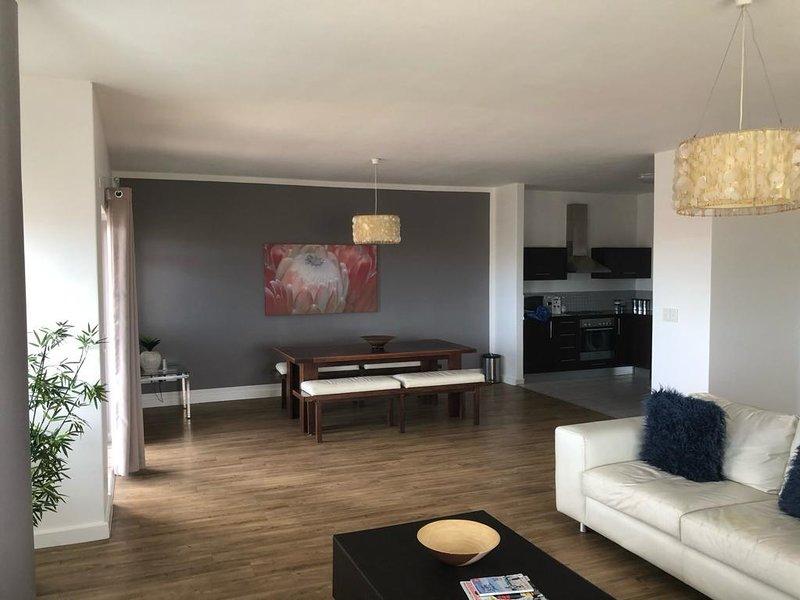 City Stay 3 bedrooms 2 bathrooms, vacation rental in Century City