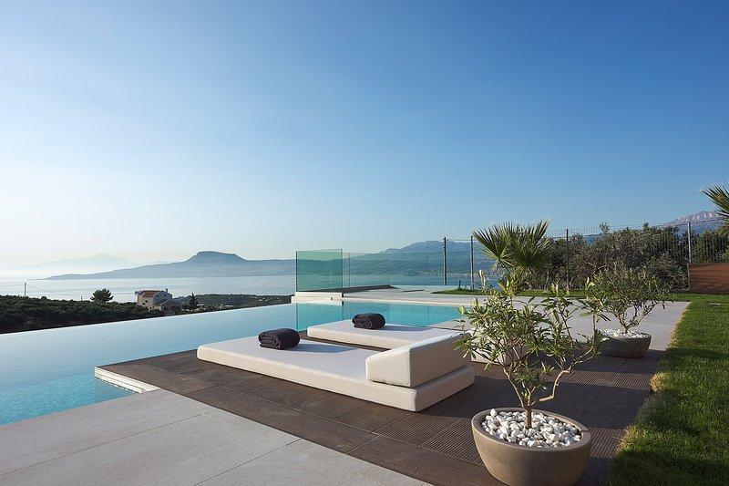 Villa Niolos II, Peaceful Hillside villa with Spectacular Views, Near Marathi, holiday rental in Akrotiri