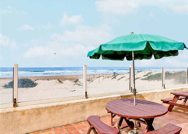 Oceanfront Home with Direct Beach Access, Fire Pit & BBQ, holiday rental in Oceano