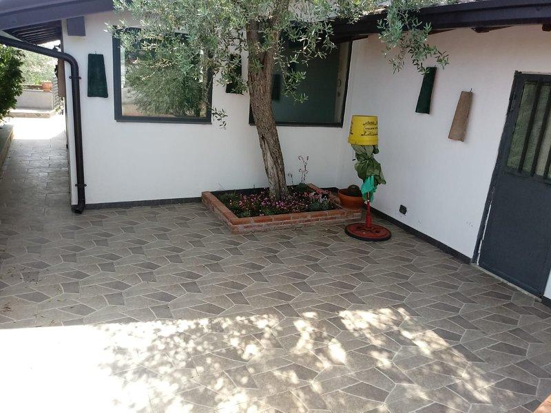 Nice apt in Mascalucia, vacation rental in San Pietro Clarenza