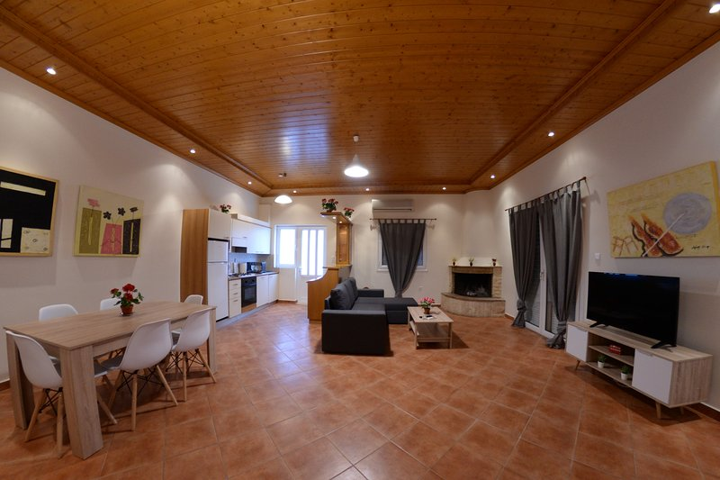 Patras Cozy Lodge, holiday rental in Kaminia