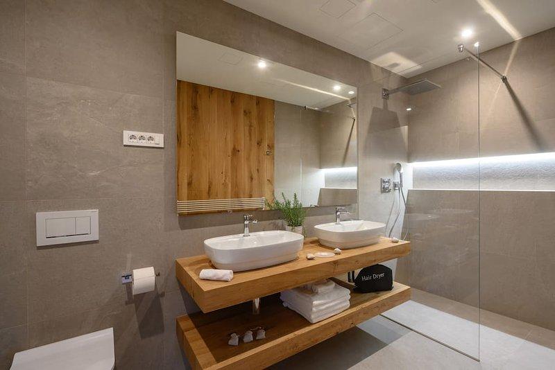 Vila Ula La Luxury apartments Bled, FAITH, location de vacances à Zirovnica