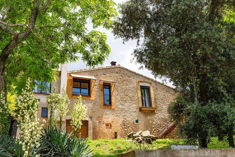 casa rural en plena naturaleza, rodeada de bosque, con barbacoa i piscina cerca de la Costa Breva