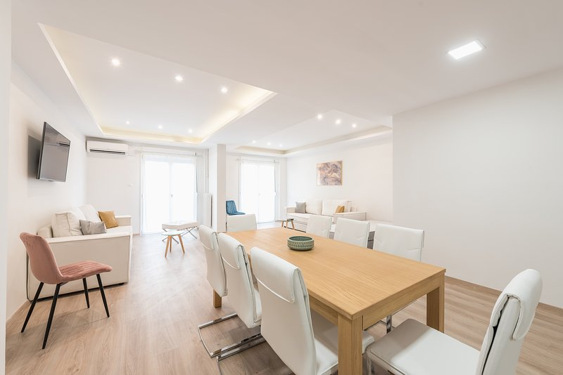 Athens Crystal Suites Apartment, holiday rental in Kaisariani