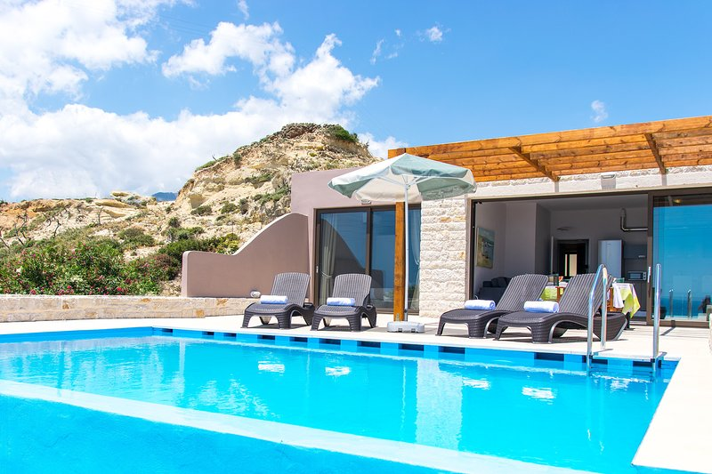Mary2, Waterfront villa,Private pool,Tavern – semesterbostad i Kreta