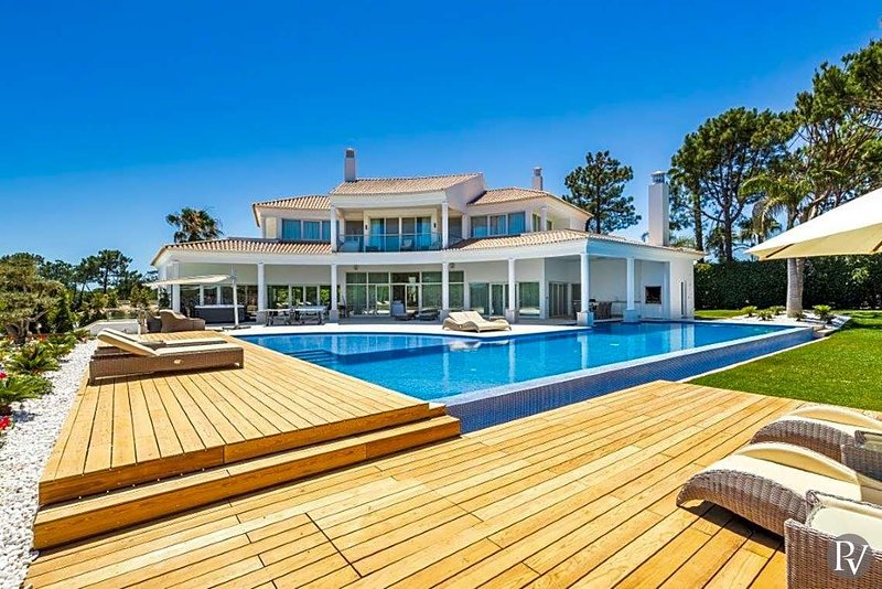 Quinta do Lago Villa Sleeps 8 with Pool and Air Con - 5433535, holiday rental in Vale do Garrao