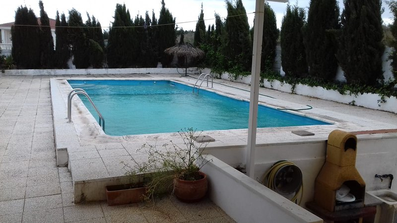 Beautiful chalet with swimming-pool, holiday rental in Loja