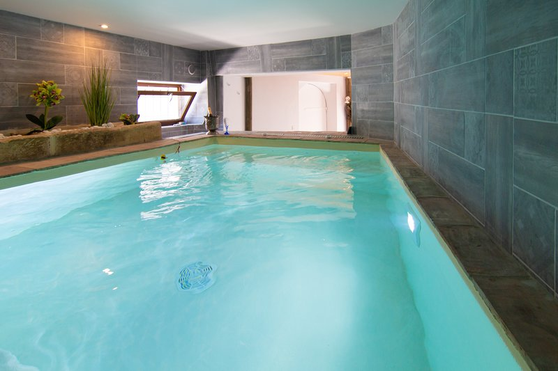 Apt Privé Terrasse, Maxi-Jacuzzi, Massages, Sauna entre Montpellier et Nîmes, holiday rental in Clarensac