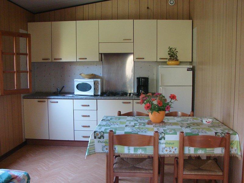 Nice bungalow near the beach & Wifi, alquiler de vacaciones en Santa Lucia di Moriani