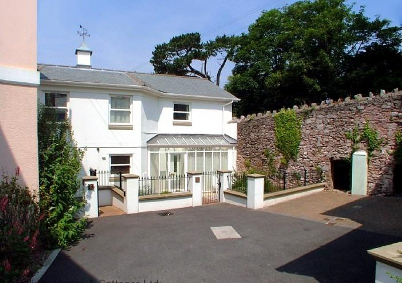 Sunnyhill Mews, holiday rental in English Riviera