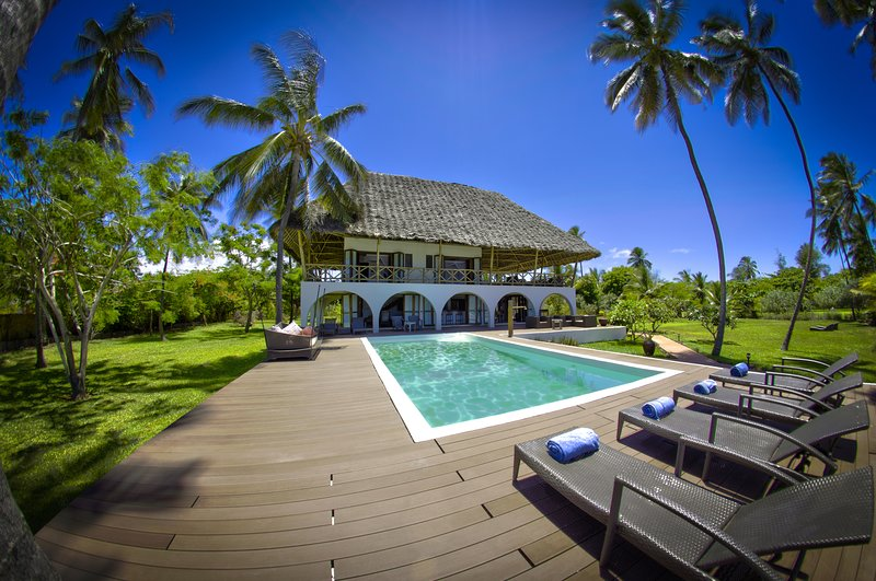 Luxurious fully Serviced Beach Villa in Zanzibar, Ferienwohnung in Sansibar